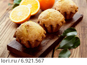 Купить «Апельсиновые кексы на столе», фото № 6921567, снято 22 января 2015 г. (c) Надежда Мишкова / Фотобанк Лори