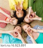 Купить «smiling people lying down on floor and screaming», фото № 6923891, снято 29 марта 2014 г. (c) Syda Productions / Фотобанк Лори