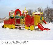 Купить «Детская игровая площадка в Гольяново в Москве зимой», эксклюзивное фото № 6940807, снято 26 января 2015 г. (c) lana1501 / Фотобанк Лори