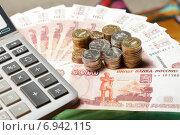 Купить «Российские рубли. Много монет на купюрах пять тысяч рублей и калькулятор», эксклюзивное фото № 6942115, снято 28 января 2015 г. (c) Яна Королёва / Фотобанк Лори
