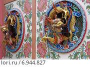 Купить «Скульптуры драконов - украшение храма Wat Thavorn Wararam в Канчанабури, Таиланд», фото № 6944827, снято 11 января 2015 г. (c) Natalya Sidorova / Фотобанк Лори