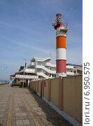 Купить «Адлер, набережная, маяк», эксклюзивное фото № 6950575, снято 17 апреля 2014 г. (c) Dmitry29 / Фотобанк Лори