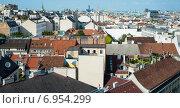 Купить «Вид сверху на крыши домов. Вена. Австрия», фото № 6954299, снято 12 июня 2014 г. (c) Олег Тыщенко / Фотобанк Лори