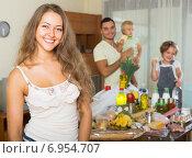 Купить «Parents and children with food», фото № 6954707, снято 17 июля 2018 г. (c) Яков Филимонов / Фотобанк Лори