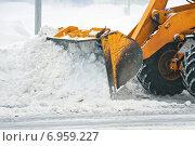 Купить «Уборка снега с дороги», фото № 6959227, снято 2 февраля 2015 г. (c) Икан Леонид / Фотобанк Лори