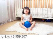 Купить «Двухлетний малыш сидит на полу с массажным мячиком», фото № 6959307, снято 27 января 2015 г. (c) ivolodina / Фотобанк Лори