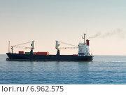 Контейнеровоз в море днём. Стоковое фото, фотограф Павел Ерыкин / Фотобанк Лори