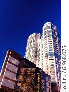 Современные высотные здания на фоне синего неба. Стоковое фото, фотограф Людмила Герасимова / Фотобанк Лори