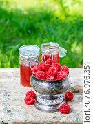 Купить «Raspberries in vintage silver goblet. Summer fruits», фото № 6976351, снято 20 ноября 2018 г. (c) BE&W Photo / Фотобанк Лори