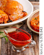 Купить «Honey and pepper red marinade in glass gravy boat on wooden table», фото № 6978843, снято 16 июля 2018 г. (c) BE&W Photo / Фотобанк Лори