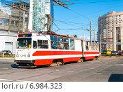 Купить «Трамвай маршрута № 55 (модель ЛВС-86К) на Комендантской площади. Санкт-Петербург», фото № 6984323, снято 22 августа 2010 г. (c) Ольга Визави / Фотобанк Лори