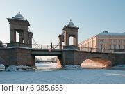 Вид на мост Ломоносова с льда Фонтанки. Петербург, эксклюзивное фото № 6985655, снято 12 февраля 2012 г. (c) Александр Алексеев / Фотобанк Лори