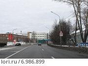 Купить «Трасса М-10, город Клин», эксклюзивное фото № 6986899, снято 25 января 2015 г. (c) Дмитрий Неумоин / Фотобанк Лори