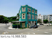 Куба. Гавана. Треугольный дом (2013 год). Стоковое фото, фотограф Наталия Казанова / Фотобанк Лори