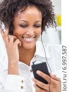 Купить «African American Girl Listening to MP3 Player Headphones», фото № 6997587, снято 29 ноября 2013 г. (c) Ingram Publishing / Фотобанк Лори
