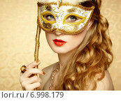 Купить «Beautiful young woman in mysterious golden Venetian mask», фото № 6998179, снято 4 октября 2013 г. (c) Ingram Publishing / Фотобанк Лори