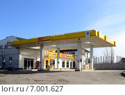 Купить «Заправочная станция, город Нальчик», фото № 7001627, снято 2 февраля 2015 г. (c) KSphoto / Фотобанк Лори