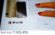 Купить «Женщина просматривает товары на ebay», видеоролик № 7002459, снято 11 февраля 2015 г. (c) Mikhail Erguine / Фотобанк Лори