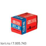 Купить «Коробка старой цветной фотоплёнки Orwochrom UT-21», фото № 7005743, снято 11 февраля 2015 г. (c) Аlexander Reshetnik / Фотобанк Лори