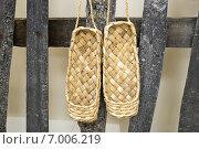 Купить «Лапти лыковые висят на заборе», фото № 7006219, снято 11 февраля 2015 г. (c) Алексей Маринченко / Фотобанк Лори