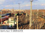 Купить «Запасные пути ЖД станции Курган», эксклюзивное фото № 7009619, снято 3 апреля 2014 г. (c) Анатолий Матвейчук / Фотобанк Лори