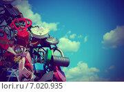 Разноцветные навесные замки на фоне неба. Стоковое фото, фотограф Владислав Осипов / Фотобанк Лори