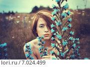 Красивая девушка в луговых цветах. Стоковое фото, фотограф Ильина Анна / Фотобанк Лори