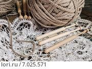 Кружево и палочки для его изготовления. Стоковое фото, фотограф Дмитрий Бачтуб / Фотобанк Лори