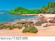 Купить «Белый песчаный пляж с большими валунами в красивом месте недалеко от экватора», фото № 7027095, снято 18 ноября 2014 г. (c) Константин Лабунский / Фотобанк Лори