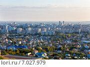 Купить «Вид на город Саратов со смотровой площадки», эксклюзивное фото № 7027979, снято 16 сентября 2014 г. (c) Сергей Лаврентьев / Фотобанк Лори