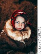 Купить «Русская девушка в красном платке зимой», фото № 7028715, снято 18 февраля 2015 г. (c) Tatiana Goncharova / Фотобанк Лори