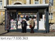"""Купить «Газетный киоск """"Пресса"""" на Хорошёвском шоссе в Москве», эксклюзивное фото № 7030363, снято 18 февраля 2015 г. (c) lana1501 / Фотобанк Лори"""