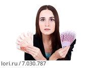 Молодая женщина с ужасом смотрит в перед держа  купюры рублей и евро. Стоковое фото, фотограф Анна Милованова / Фотобанк Лори