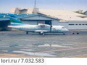 Купить «Аэропорт Мале, самолет ATR 42 авиакомпании Flyme», фото № 7032583, снято 12 февраля 2013 г. (c) Сергей Дубров / Фотобанк Лори