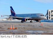 """Купить «Пассажирский самолет Airbus A-320 авиакомпании """"Аэрофлот""""», фото № 7036635, снято 17 февраля 2015 г. (c) Nikolay Pestov / Фотобанк Лори"""