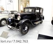 Ретро-автомобиль, Музей техники, Дрезден, Германия (2011 год). Редакционное фото, фотограф Михаил Вавилов / Фотобанк Лори