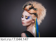 Девушка украинка с желто-голубым макияжем в образе милитари. Стоковое фото, фотограф Людмила Васильевна / Фотобанк Лори