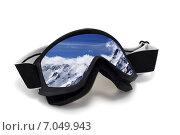 Купить «Горнолыжные очки с отражением горного пейзажа», фото № 7049943, снято 4 декабря 2009 г. (c) Анна Полторацкая / Фотобанк Лори