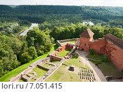 Купить «Турайдский замок, вид сверху», фото № 7051415, снято 2 сентября 2014 г. (c) Юлия Бабкина / Фотобанк Лори