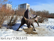 Купить «Скульптура из металлолома в сквере Знаки зодиака на Енисейской улице в Москве», эксклюзивное фото № 7063615, снято 25 февраля 2015 г. (c) lana1501 / Фотобанк Лори
