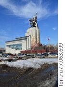 Купить «Музейно-выставочный центр со скульптурной композицией «Рабочий и колхозница»», эксклюзивное фото № 7063699, снято 25 февраля 2015 г. (c) lana1501 / Фотобанк Лори