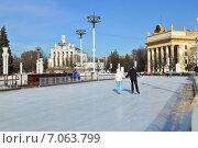 Купить «Каток на ВДНХ (BBЦ) в Москве», эксклюзивное фото № 7063799, снято 25 февраля 2015 г. (c) lana1501 / Фотобанк Лори