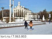 Купить «Каток на ВДНХ (BBЦ) в Москве», эксклюзивное фото № 7063803, снято 25 февраля 2015 г. (c) lana1501 / Фотобанк Лори