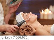 Купить «close up of young woman having face massage in spa», фото № 7066675, снято 18 декабря 2014 г. (c) Syda Productions / Фотобанк Лори
