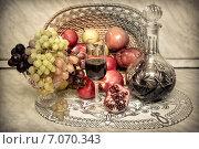 Осенние фрукты, натюрморт с вином. Стоковое фото, фотограф Колокольцева Людмила / Фотобанк Лори