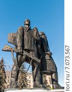 Купить «Город Тула. Памятник героическим защитникам Тулы, отстоявшим город в 1941 году», эксклюзивное фото № 7073567, снято 17 февраля 2015 г. (c) Игорь Низов / Фотобанк Лори