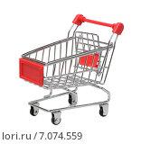 Купить «Тележка супермаркета на белом фоне», фото № 7074559, снято 5 февраля 2015 г. (c) Денис Ларкин / Фотобанк Лори
