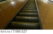 Пустой эскалатор московского метро. Стоковое видео, видеограф Арташес Оганджанян / Фотобанк Лори