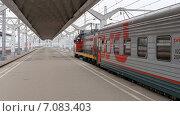 Купить «Московский вокзал, платформа поездов дальнего следования. Санкт-Петербург», фото № 7083403, снято 18 июня 2019 г. (c) Vladimir Sviridenko / Фотобанк Лори