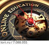 Стрелки часов показывают на надпись Online Education. Стоковая иллюстрация, иллюстратор Илья Урядников / Фотобанк Лори